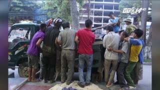 (VTC14)_Nam thanh niên bị nghiền nát chân, mắc kẹt trong máy làm gạch
