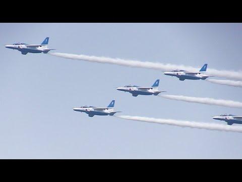 ブルーインパルスが編隊飛行 千歳基地航空祭