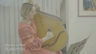 ウクライナの歌姫カテリーナと絵の共演 近藤克己撮影