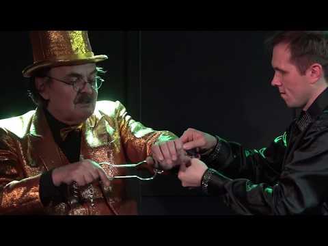 Валерий Бастраков - фокусник в золотом фраке