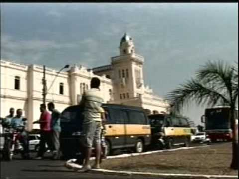 Greve: Motoristas de vans de Araguari reivindicam pagamentos e melhorias