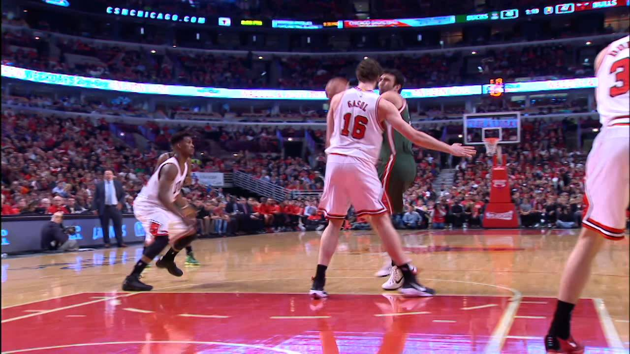 Pachulia Makes Difficult Off-Balance Shots