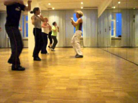 Zumba - Mueve La Cadera With Kiki video