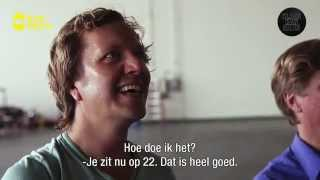 Lukt het Klaas om 'the Paper Airplane Guy' te verslaan?