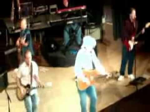 Toby May performing Garth Brooks'