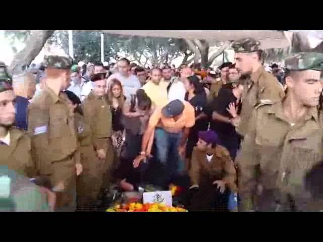 """תל אביב: המונים בהלוויה של סמל דניאל קדמי הי""""ד"""