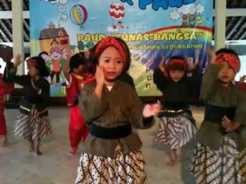 Tari Anak Gembala - Kb B Pedagodia Fip Uny - Gebyar Paud 2013 video