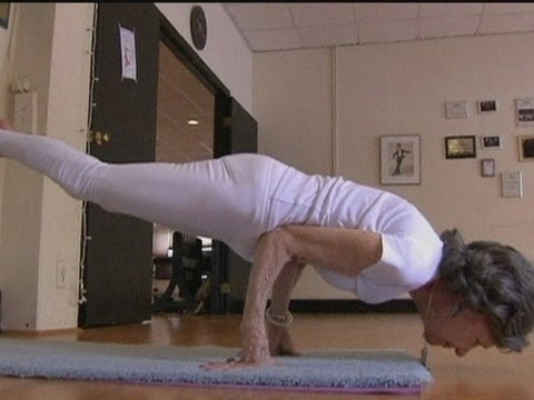 Woman, 93, strikes incredible yoga poses