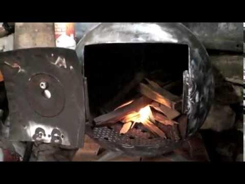 premier feu du po le bois fait dans une bouteille de gaz. Black Bedroom Furniture Sets. Home Design Ideas