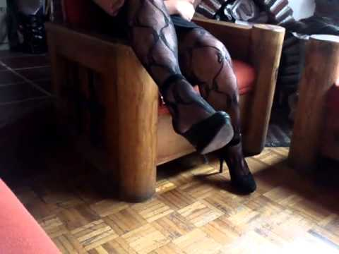 Bodystocking Y Zapatillas De Ante Negro.mp4 video