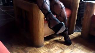 bodystocking y zapatillas de ante negro.mp4