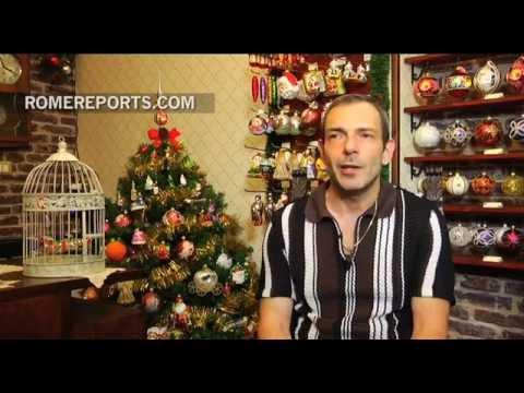 Adorno navideños todo el año en una tienda de Roma