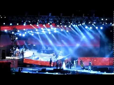 A R Rahman Live In Concert, Dubai, 9th December 2011 (sadda Haq Aithe Rakh) video