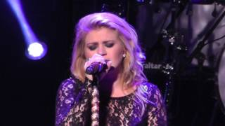 Watch Kelly Clarkson I Never Loved A Man video