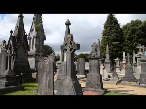 Lapidi e Croci celtiche al cimitero di Glasnevin Dublino Irlanda | Glasnevin Cemetery
