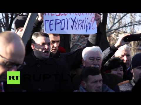 'Shame!' Proroshenko heckled at Maidan memorial by relatives of killed protesters