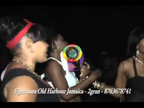 Dangerous Fight Between Women In Dancehall (JUNE 2013.)