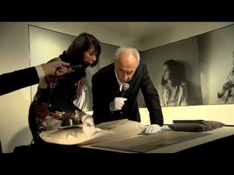 President Peres began his state visit to the Netherlands with a visit to Anne Frank's House