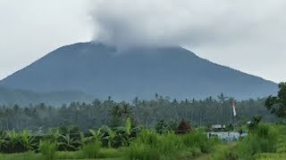 バリ島火山が小規模噴火