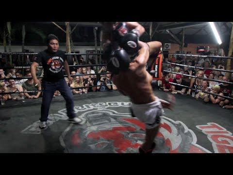 Muay Thai Exhibition Fight: Petmuangchon vs Lompayu 30/11/2013 Image 1
