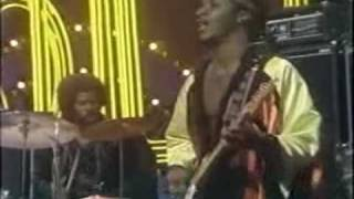 Watch Isley Brothers Live It Up video