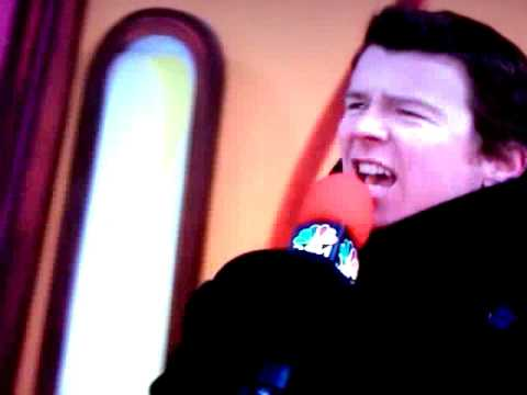 Rick Astley at the Macy s Thanksgiving Day Parade (full version)