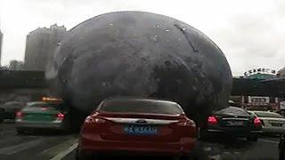 Mặt Trăng Khổng Lồ Rơi Xuống Thành Phố Trung Quốc Trong Siêu Bão