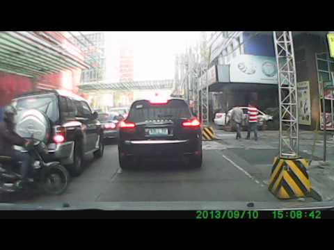 Cars: Black Porsche Cayenne along Makati Avenue