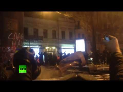 Goodbye, Lenin: Protesters topple monument in Kiev (Extended Video)