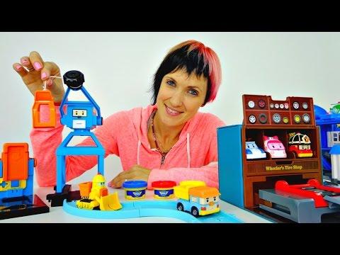Завод для Робокара Поли. Играем с Машей. Видео для детей.