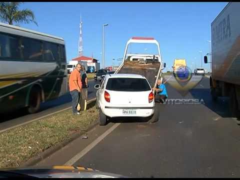 Três veículos se envolvem em acidente por conta de imprudência