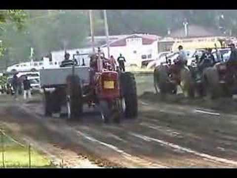 1953 Farmall M-TA D Tractor Pull Video