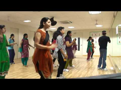 Dance Dhamaka For Oosaravelli  Dhandiya  Song At Dinaz Somajiguda video