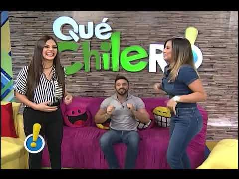 Víctor Urrutia Besa a Sandy Mendez y Gaby Asturias