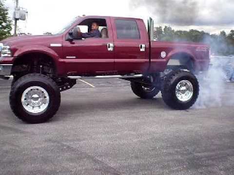 Lifted Ford F-350 Superduty Doing a Burnout Video