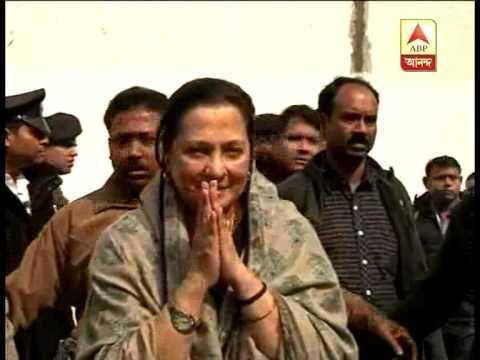 Munmun Sen prays for her late mother Suchitra Sen