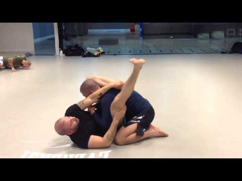 TÉCNICAS MMA MMA DRILLS VOL 4: CHOKE FROM TRIANGLE DEFENCE Image 1
