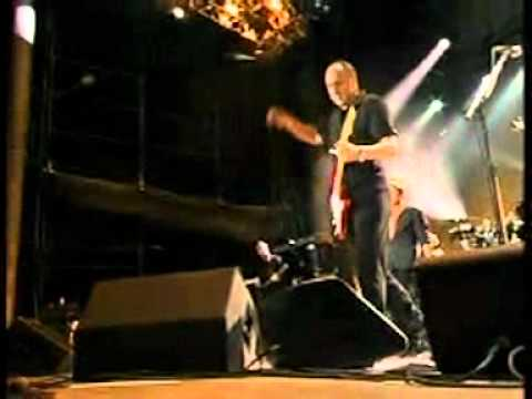 The Who - Exit Fender, stage left (The Gorge, 6-7-02)