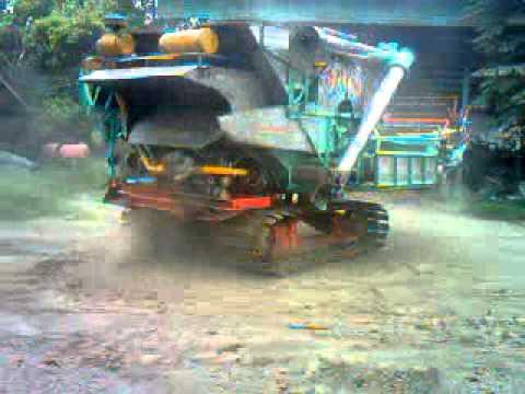 รถเกี่ยวข้าวไทยเจริญการช่าง