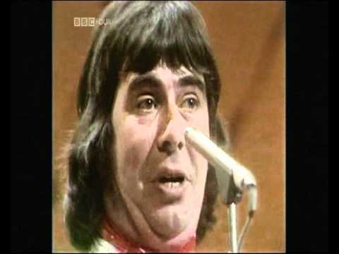 The Wurzels 'Combine Harvester' ToTP 1976 4th appearance