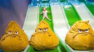 Детская игровая площадка и развлечения в Hub Zero в Дубаи Игровая Растения против Зомби