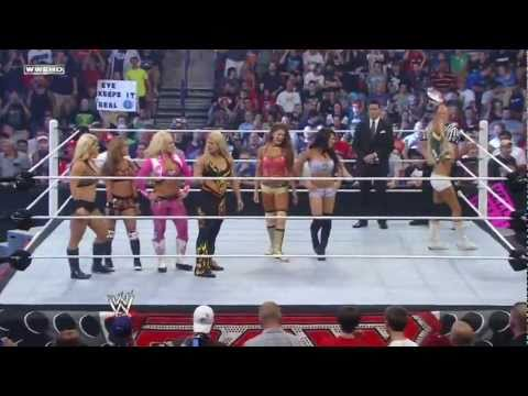 Wwe Monday Night Raw - 14 Divas Tag Team Match (july 18, 2011) video
