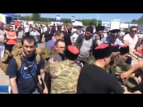 Новости сегодня  Посмотрите, как сегодня в аэропорту Анапы встретили Навального и его коллег
