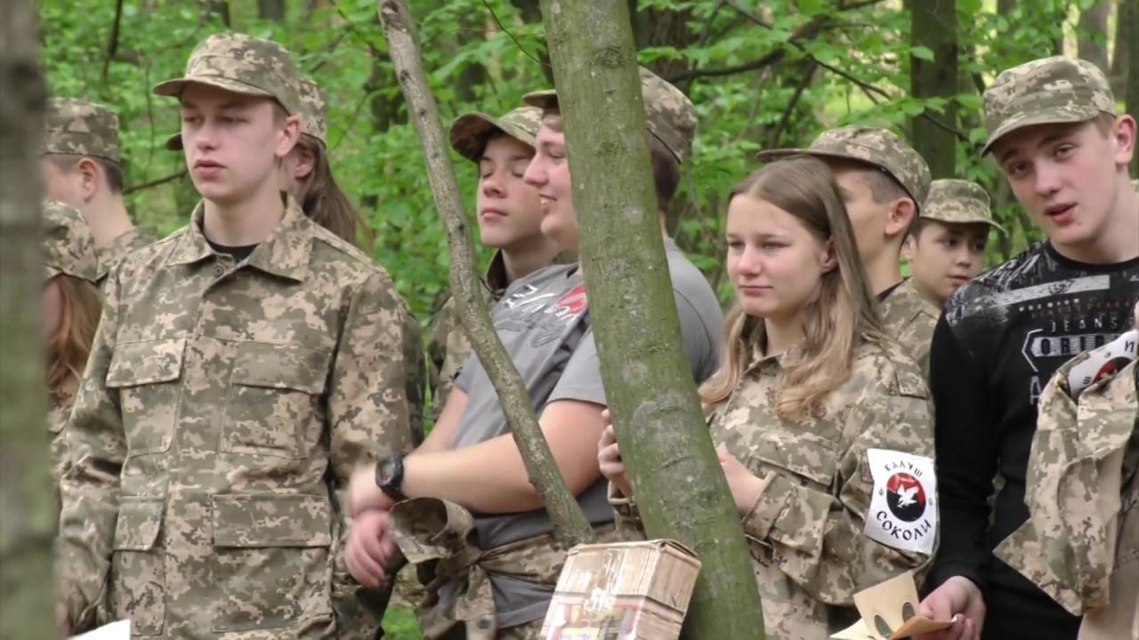 Медична допомога, стрільба і марш із піснею. У Калуші триває військово-патріотична гра «Сокіл»