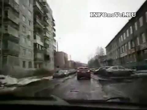 Ребята отжигают над дорогами в центре Архангельска.