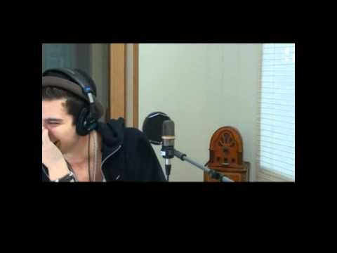 Eric Saade is laughing on Sverige Radio