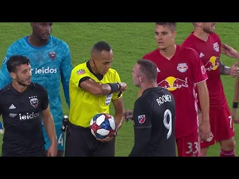 Wayne Rooney gets a straight red card for elbowing after VAR review