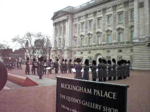 Buckingham Palace Guard's hat tip to Star Trek!