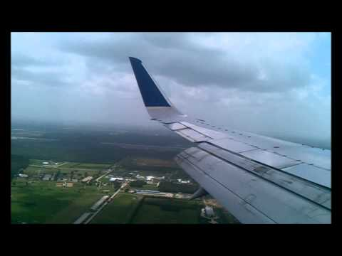 United Airlines - B737 - Landing At Houston Airport