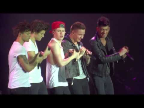 One Direction - Live While We're Young  Amnéville (30.04.13) Louis Making A Paper Fly video